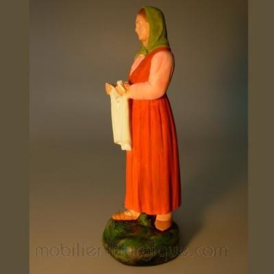 Femme portant du linge