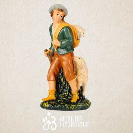 Personnage de crèche : Berger portant un agneau, en plâtre coloré