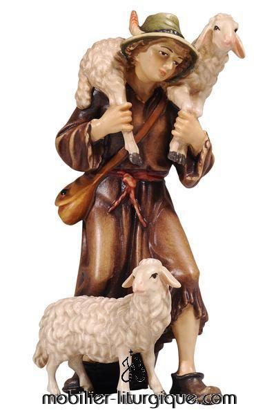 personnage de crèche : berger aux deux moutons en bois coloré