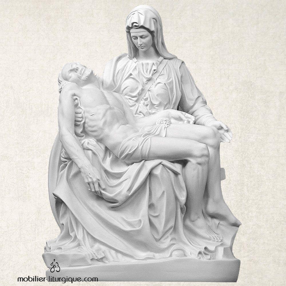 Statue de la Pietà en marbre blanc