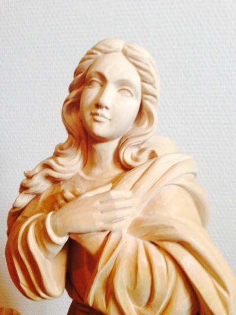 statue en bois de l'assomption de la vierge détail visage