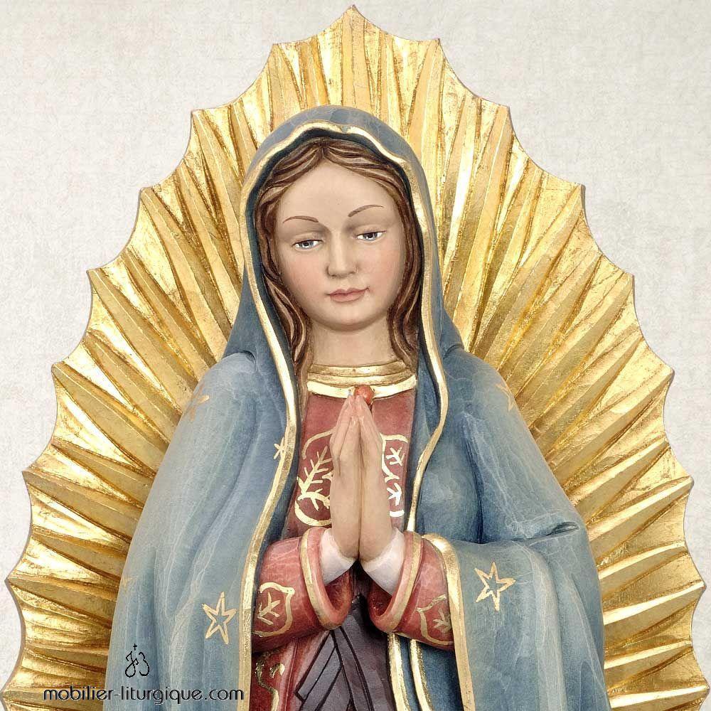 Statue de la Vierge de Guadeloupe en bois décoré